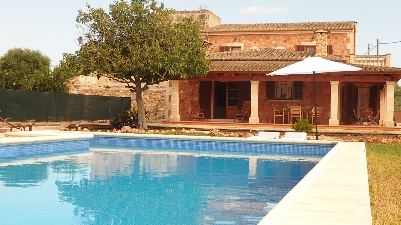 IA- 440 Bonita finca de 4 dormitorios con piscina en Campos