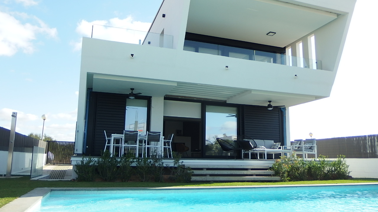 IA-365 Exclusive designer house 500 m from the beach