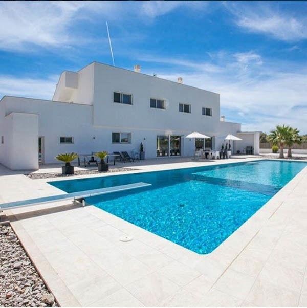 IA-379 Magnífica villa con gran piscina a un paso de la playa