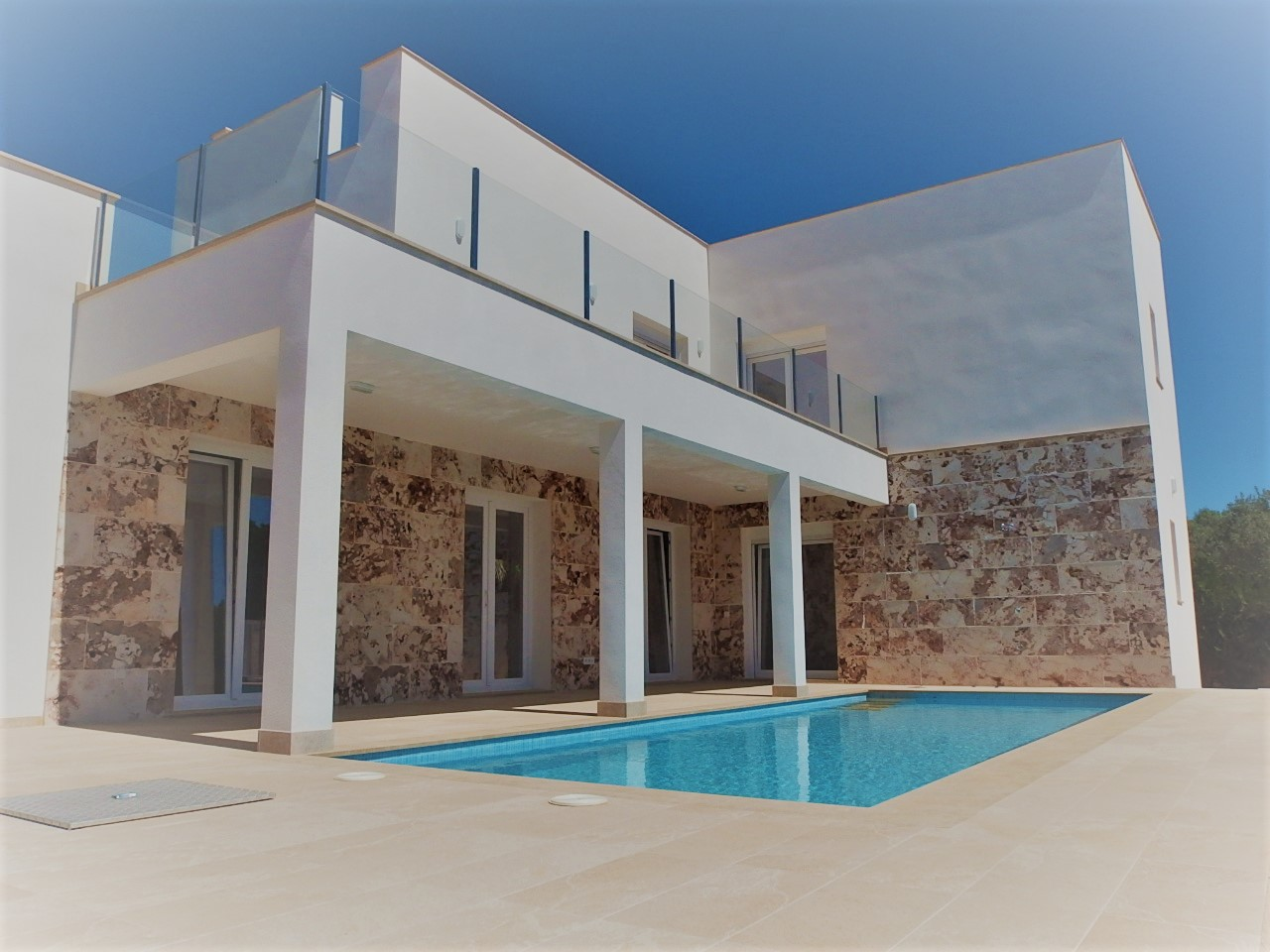 I-2252 Newly built house with pool 1km from the sea