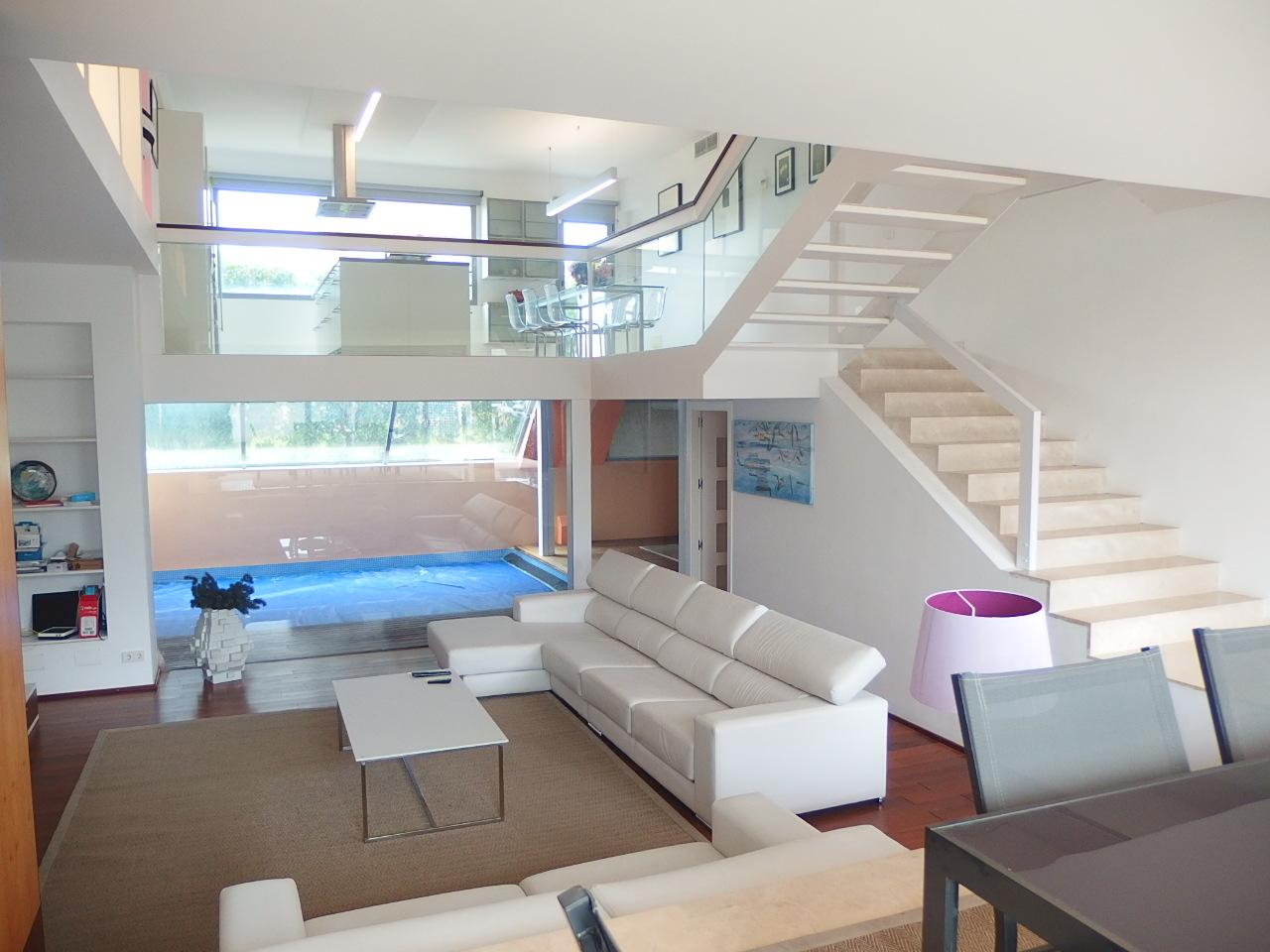 IA-394 Moderna casa a 500m de la playa